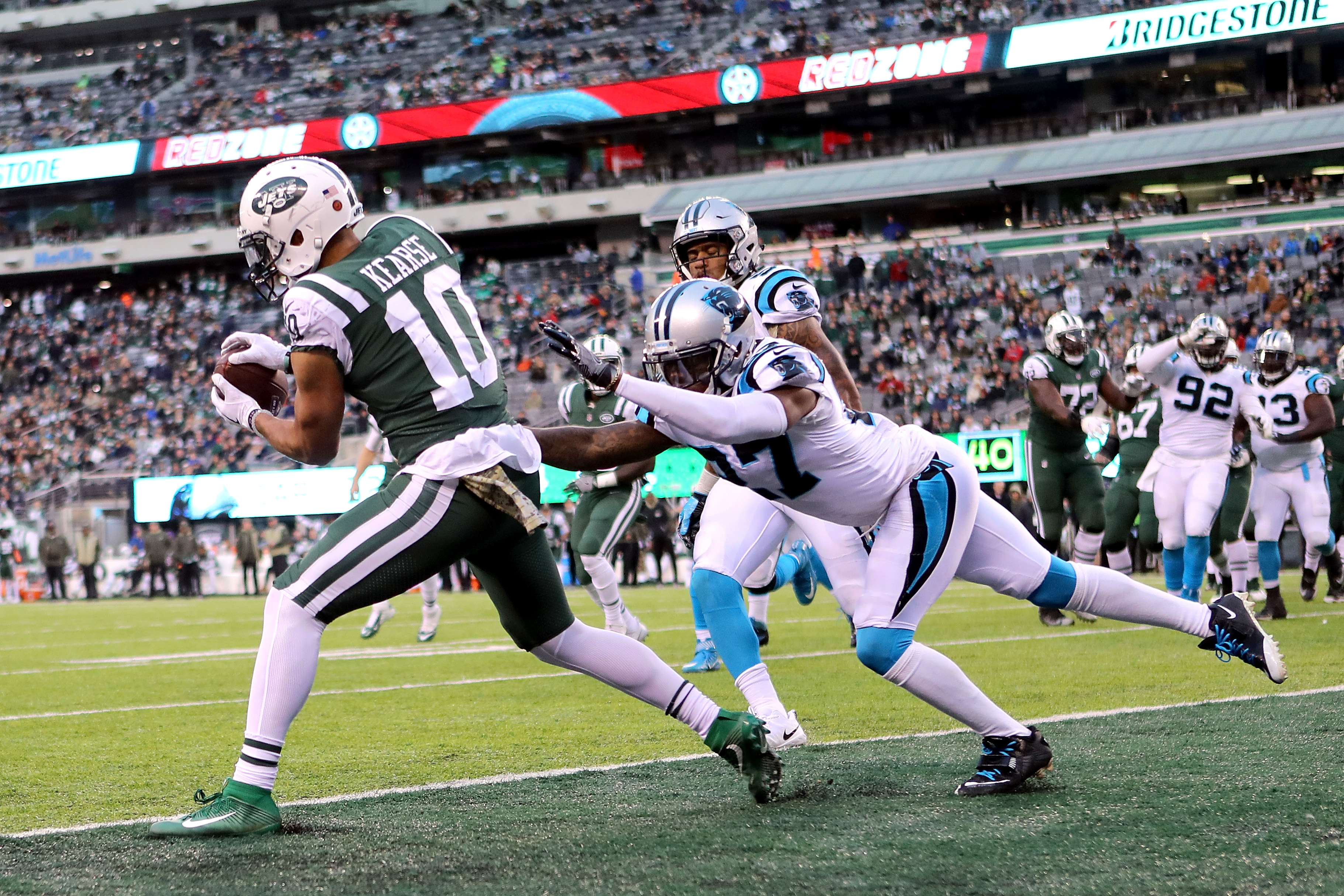 Panthers Top Jets Thanks to Two Late Scores